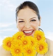 denti bianchi, sorriso naturale, denti splendenti, pulizia denti, rimedi naturali denti
